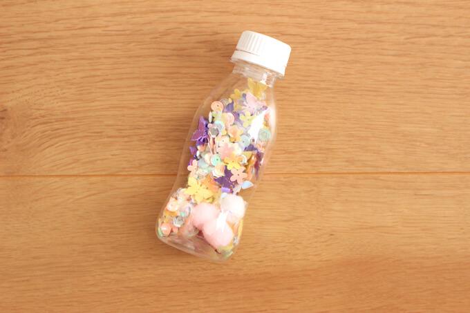 ペットボトルの中に材料を入れたところ