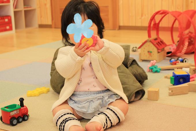 ベビーパーク幼児教室で遊ぶ0歳の赤ちゃん