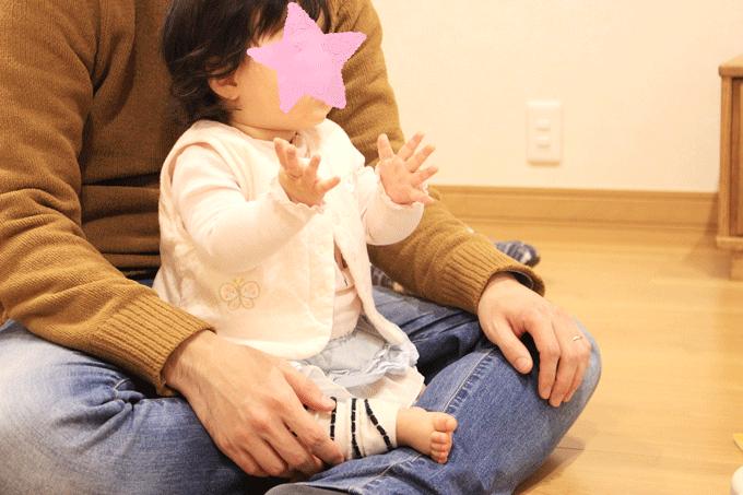ディズニー英語システムのわくわく英語体験を受ける赤ちゃん