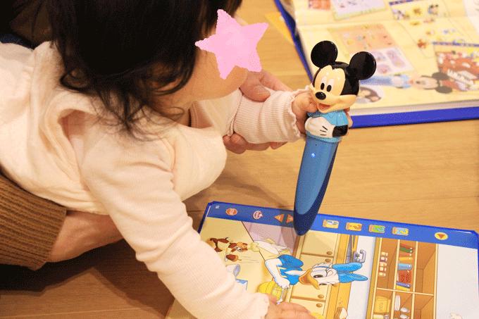 ディズニー英語システムのミッキーマジックペンセットで学ぶ赤ちゃん