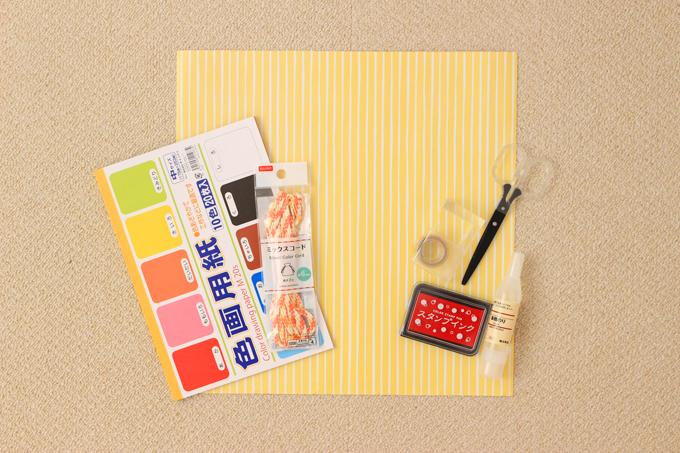 折り紙のかぶとを作るための材料と道具