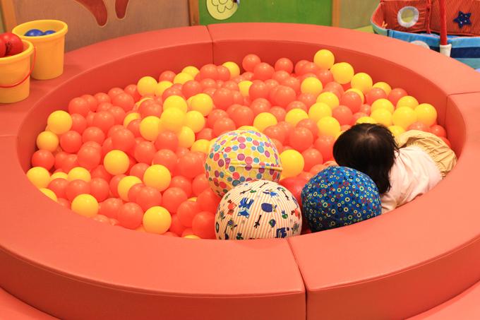 キドキドのボールプール