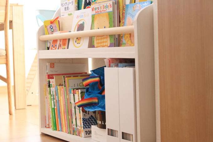 ワールドワイドキッズ教材を収納した絵本棚