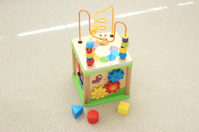 西松屋の知育玩具「あそぼっくす 」は5つの遊びができるコスパ最強おもちゃ!