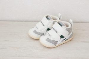 アシックスのスクスクファーストは歩き始めの赤ちゃんにおすすめ!その理由を解説します