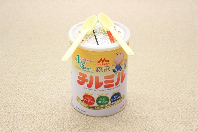 太鼓作りに使うミルク缶とバチ代わりのスプーン
