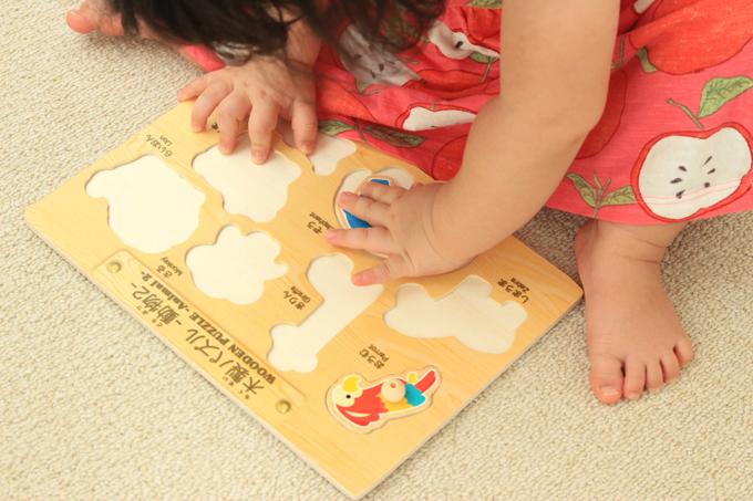 ダイソーの木製パズルは遊びやすい