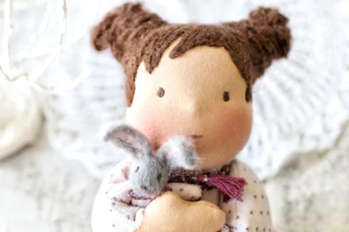 ウォルドルフ人形とは?手作りのぬいぐるみで子どもの心とお世話力を伸ばそう