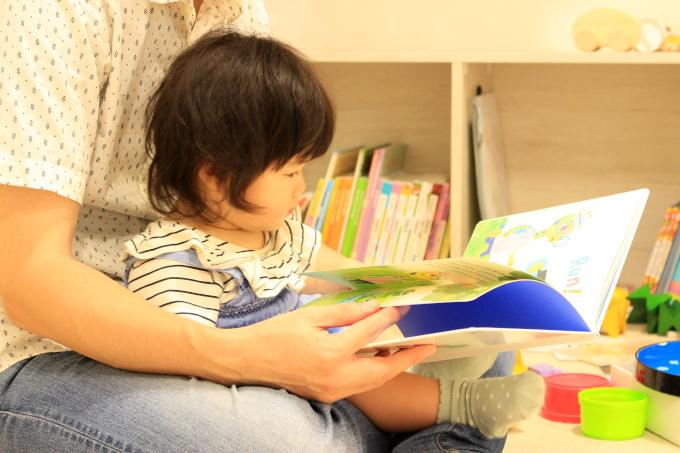 0歳の読み聞かせのコツと読む姿勢