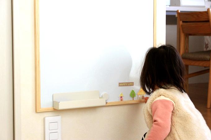 ニトリのホワイトボードを壁掛けにしたところ