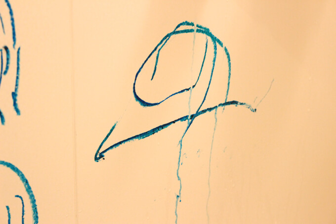 お風呂クレヨンで娘が描いたパパの絵
