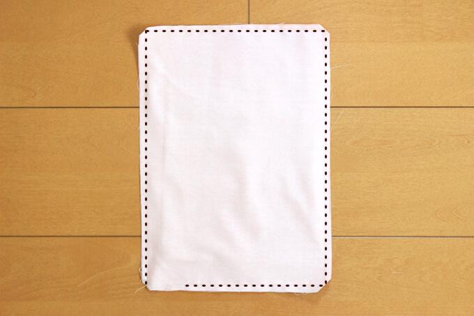 敷布団用布の周りをミシンで縫い合わせる