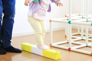 牛乳パックで平均台を手作り!簡単にできる運動遊びのおもちゃで体幹を鍛えよう