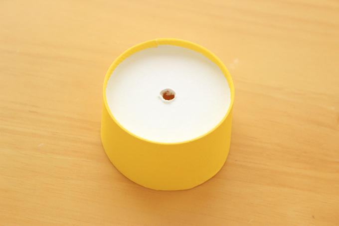 カップの底に穴を開ければコーン用の台になる