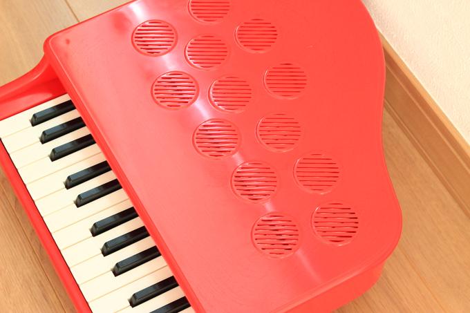 カワイのミニピアノは穴で音対策ができマンションでも使える