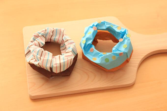 ソースがかかった折り紙の立体ドーナツの作り方
