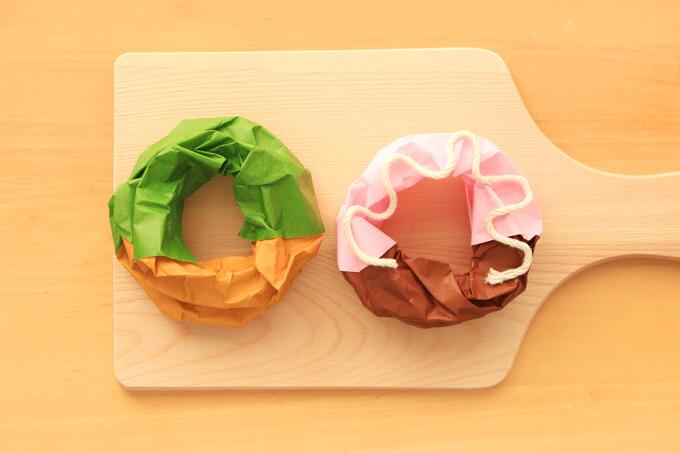 半分だけソースにつけた折り紙の立体ドーナツの作り方