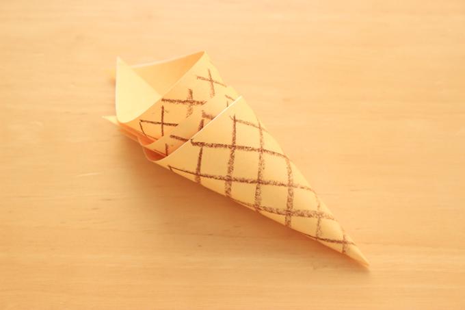 折り紙アイスのコーンの作り方