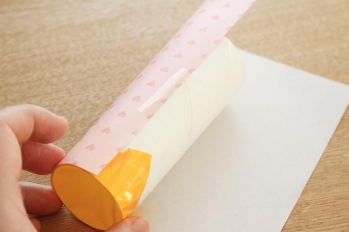 トイレットペーパーの芯を折り紙でカバー