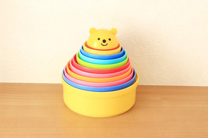 入れ子のおもちゃ(コンビのコップ重ね)