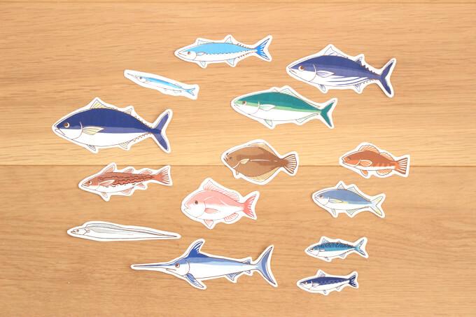 魚の絵を一匹ずつ切り取ります。