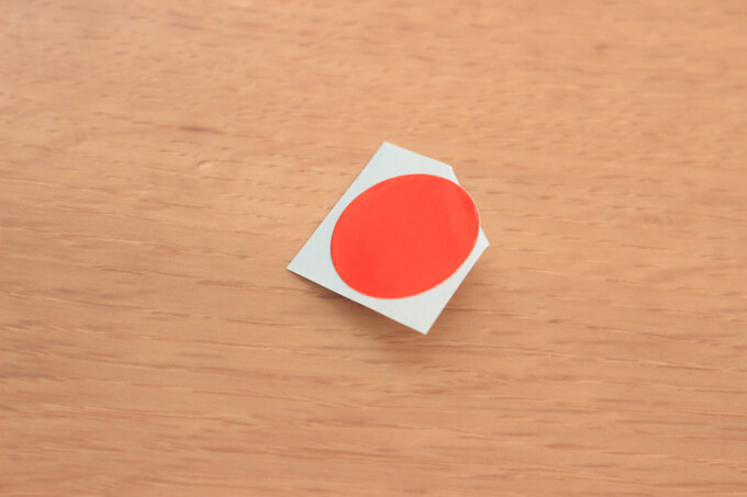 丸シールは角を折るとはがしやすい