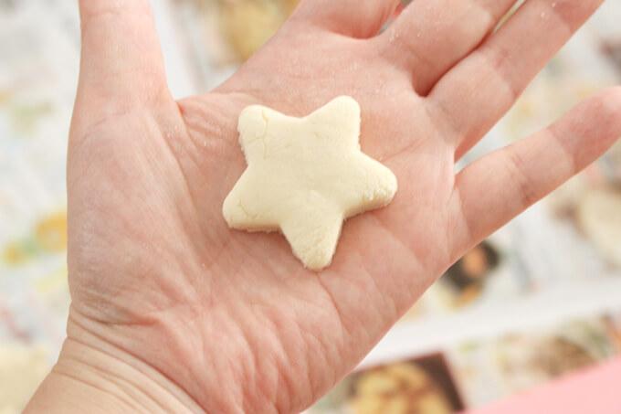 型抜きした小麦粉粘土