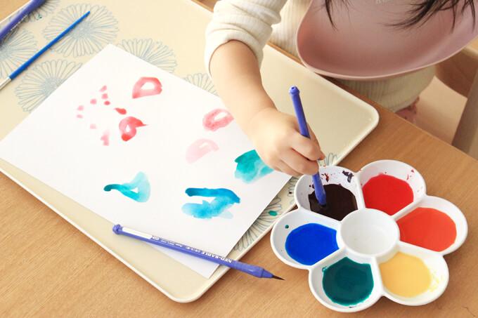 絵の具を使った知育遊び