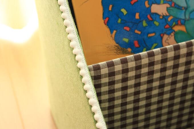 折り目はポンポンテープで隠す