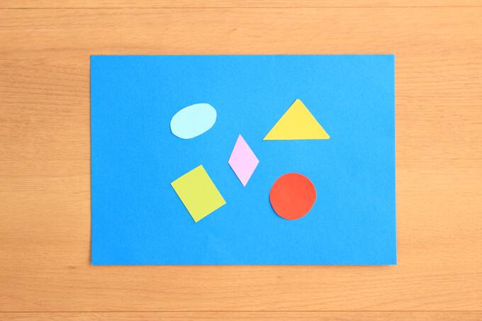 色んな形の紙を用意する