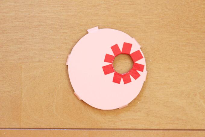 ビー玉落としの穴を装飾