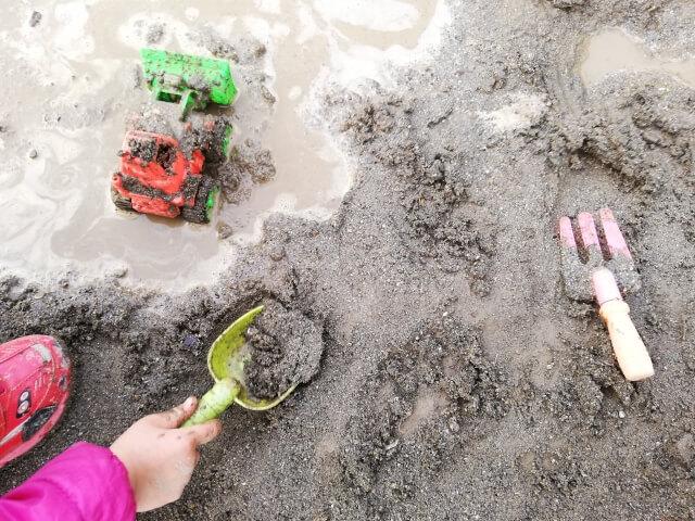 砂というより泥遊び